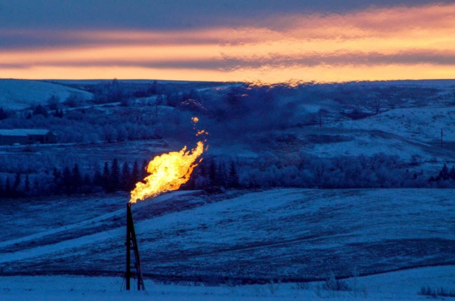 Natural gas flaring at an oil well near Watford City, N.D. Photo: Andrew Cullen / Reuters