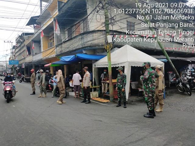 Koramil 02 / Tebing Tinggi Lakukan Peninjauan Pelaksanaan Prokes di Dua Sisi Jalan Kecamatan Tebing Tinggi