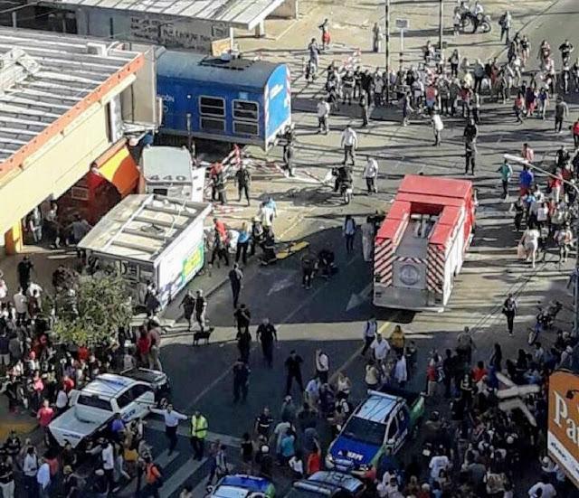 #Urgente El tren embiste un camión de caudales en paso a nivel