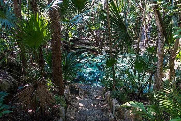 CenoteAzul01.jpg