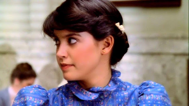 Phoebe Cates Profile pictures, Dp Images, whatsapp, Facebook, Instagram, Pinterest