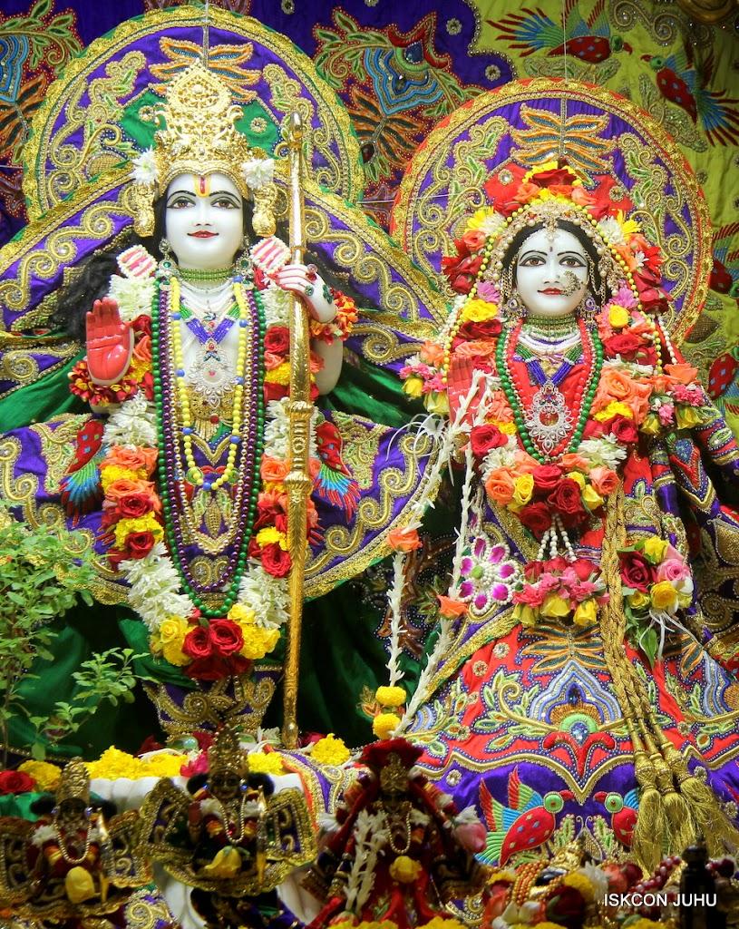 ISKCON Juhu Sringar Deity Darshan on 31st July 2016 (25)