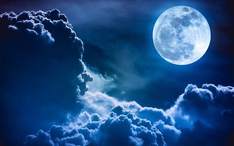 Fenomena Langka, Langit Indonesia Bakal Dihiasi Bulan Biru Besok