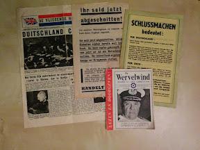 Propaganda flyers gedropt door de RAF en USAAF. Omdat Enschede vlak bij de grens ligt kwamen hier zowel Nederlandse als ook Duitstalige flyers neer.