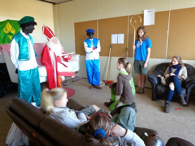 Sinterklaas op de scouts - 1 december 2013 - DSC00164.JPG