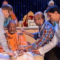 Darshan Amit Raju presenting Haar to Swamiji.jpg