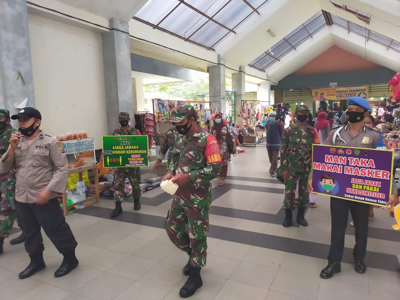 Danramil Kapten Imam Pimpin Patroli Prokes di Pasar Nenang