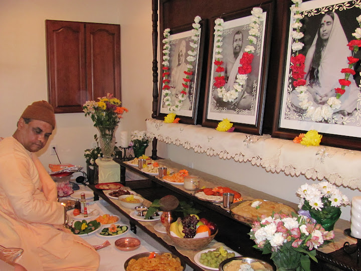 Swami Ishtananda conducts worship