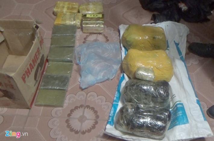 Clip: Cảnh sát phá cửa kính ôtô bắt đường dây buôn bán ma túy Sơn La – Hà Nội – Thái Nguyên