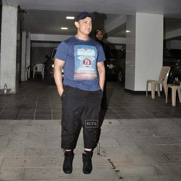 Aamir Khan snapped outside his residence in Mumbai, on July 20, 2014.(Pic: Viral Bhayani)