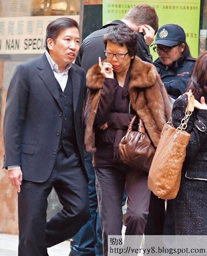 這位短髮中年教友對陳振聰沿途面提耳授,兩人傾到雞啄唔斷。