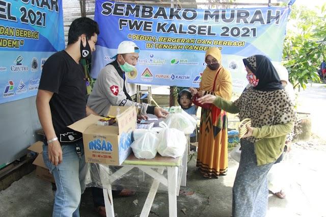 Disupport Bank Kalsel, FWE Gelar Sembako Murah dan Gratis