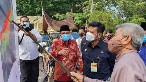 Menteri Berdatangan, Padang Ketiban Untung.