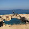 2010-08-26 16-10 Capo Greko naturalny most ze skaly.JPG
