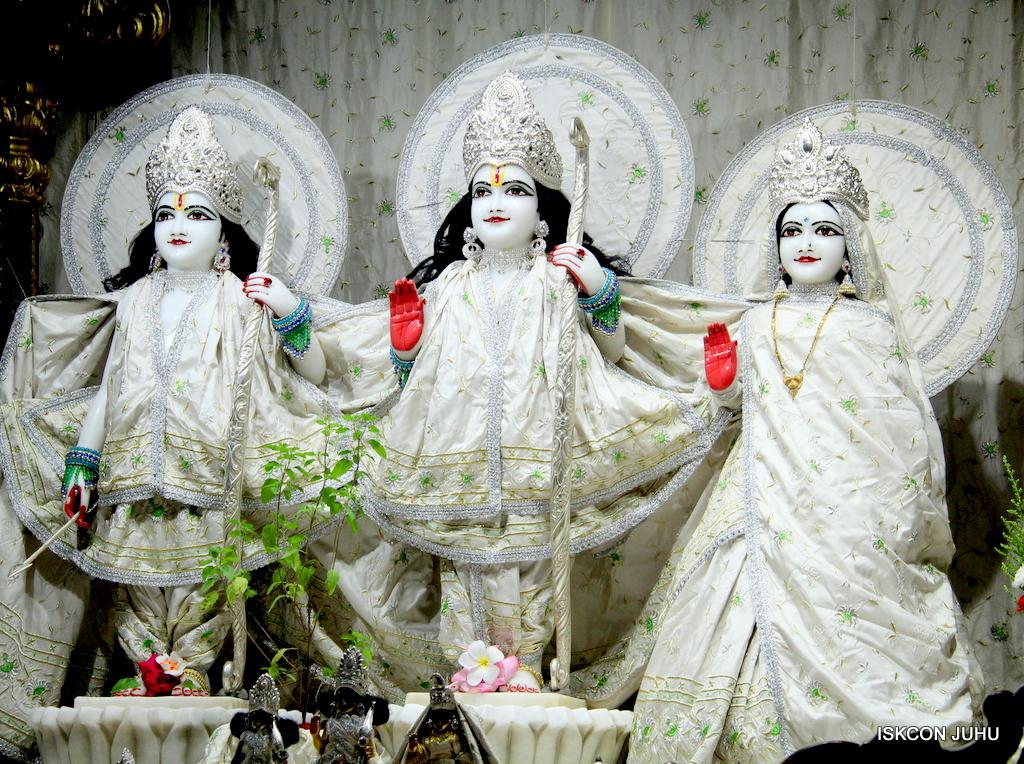 ISKCON Juhu Mangal Deity Darshan on 8th Sep 2016 (5)