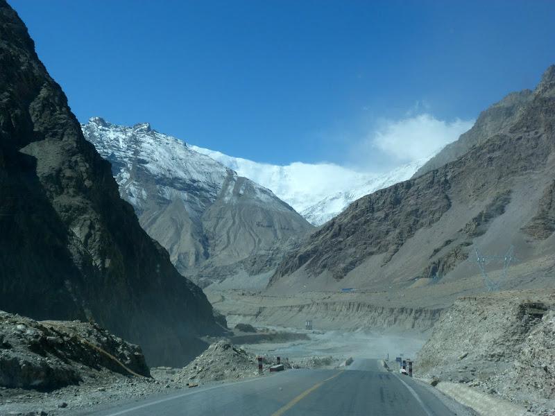 XINJIANG. Karakoram Highway, lune des plus haute route au monde, en passant a 4400 m - P1280475.JPG