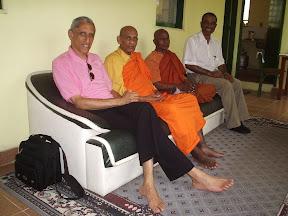Visita de Bhante Gunaratana (Bhavana Society) - Arthur Shaker, Ven Vipassi e Jorge Aloice (esq para dir)