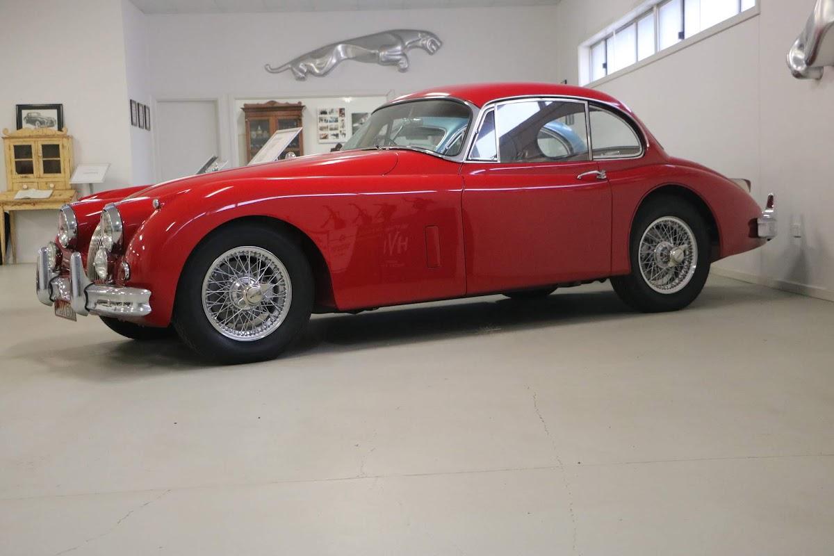 Carl_Lindner_Collection - Jaguar XK150 Coupe 03.jpg