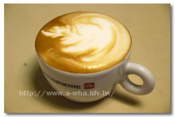 【在家煮咖啡系列】A-WHA & KATE 不低調夫妻咖啡拉花不專業展示(九)