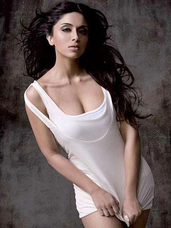 Hot Zoa Morani  Maxim Mag March  Scans unseen pics