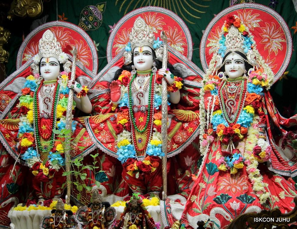 ISKCON Juhu Sringar Deity Darshan on 28th Aug 2016 (37)