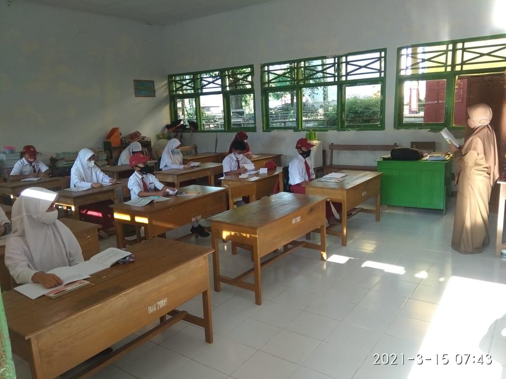 Hari Pertama SDN 179 Talumae Desa Gattareng Gelar Pembelajaran Tatap Muka Penuhi Standar Prokes