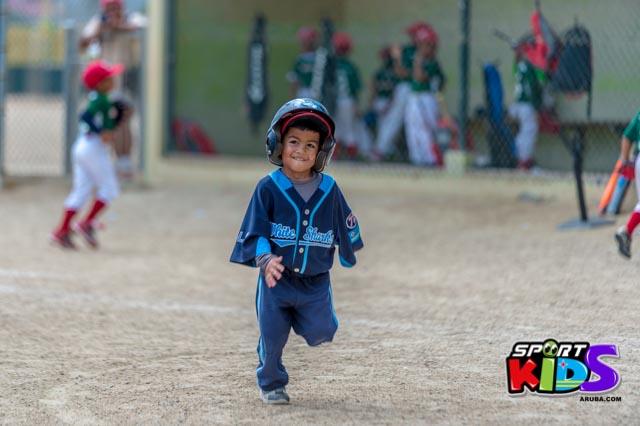 Juni 28, 2015. Baseball Kids 5-6 aña. Hurricans vs White Shark. 2-1. - basball%2BHurricanes%2Bvs%2BWhite%2BShark%2B2-1-25.jpg