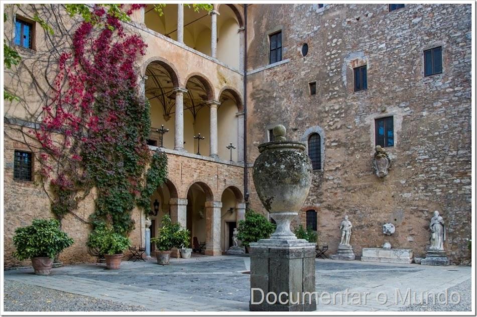 Relais La Suvera, villa renascentista Papa Julius II, fortaleza medieval Toscana, alojamento luxo Toscana