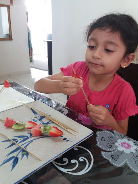 children recipes, encourages children to eat vegetables and fruits., food, Fruit Skewers: Fruit Salad on a Stick, healthy fruit recipes, healthy recipes,