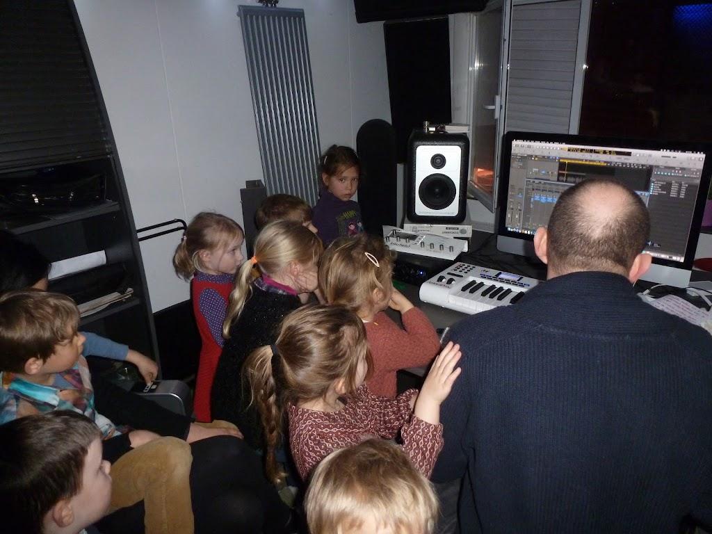 Leefgroep 1 op bezoek in een muziekkamer - P1080929.JPG