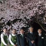 「満開の桜の前で」s.jpg