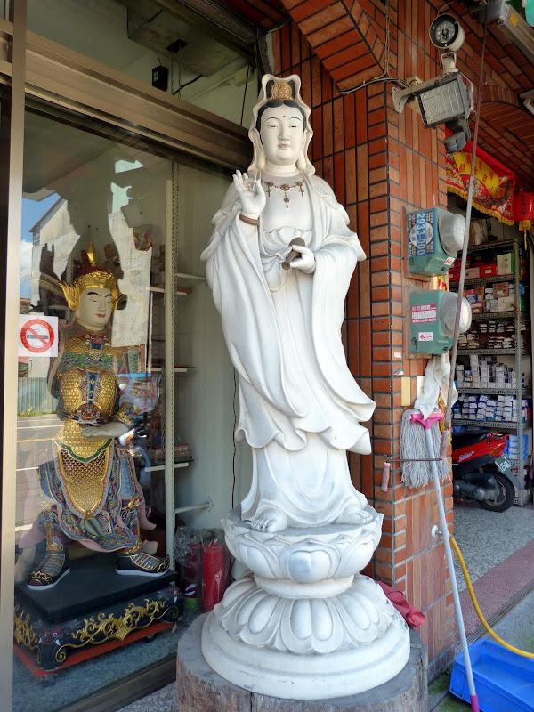 Puli. Divers et Golden Buddha.J 12 - P1170440.JPG