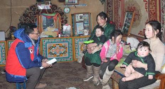 Mongolian Red Cross Society national disaster response team visits a family during an assessment mission in the area worst affected by the extreme winter conditions known at the dzud in February 2016. Photo: Mongolian Red Cross Society