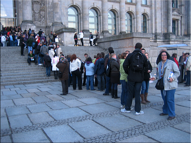 Haciendo cola para entrar en el Reichstag - Berlín'10