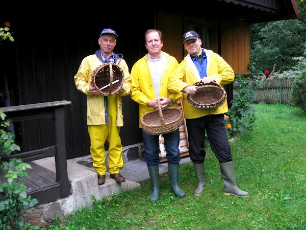ekipa dzielnych poszukiwaczy grzybów