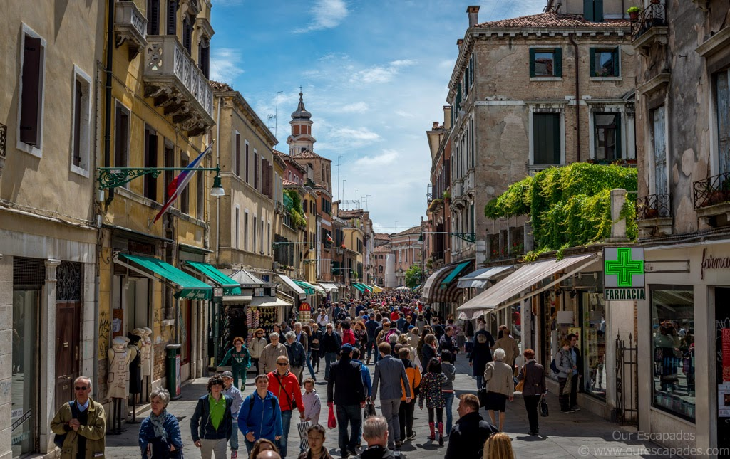 Crowded Venezian streets