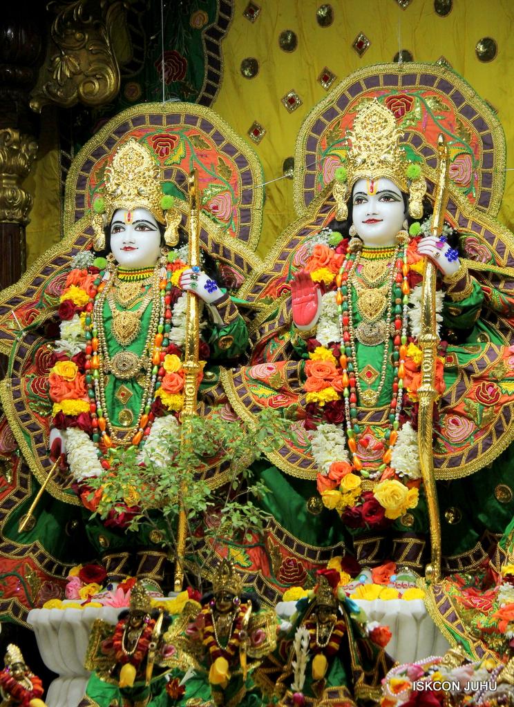ISKCON Juhu Sringar Deity Darshan on 18th Jan 2017 (35)
