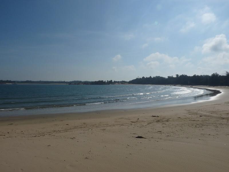 magnifique plage déserte.Celle ci est déminée
