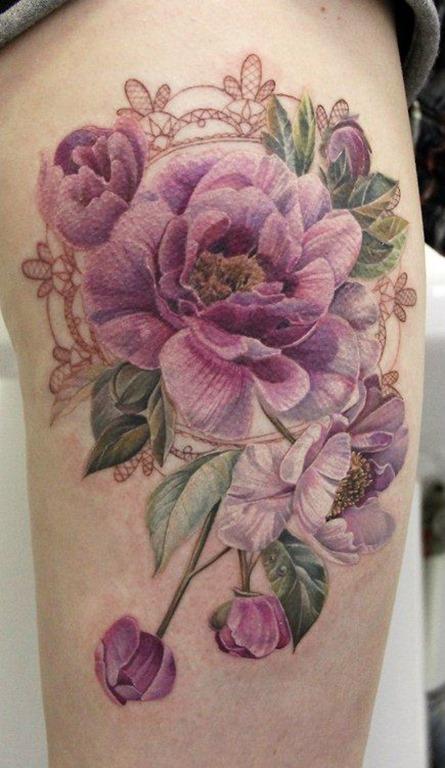 flores_roxas_coxa_tatuagem