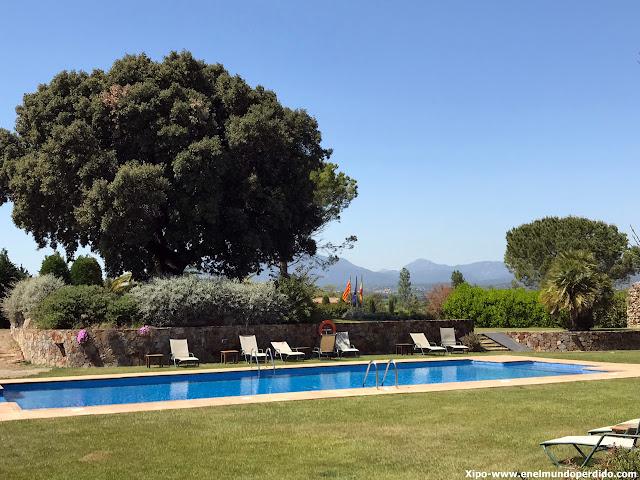 piscina-hotel-torremirona.JPG