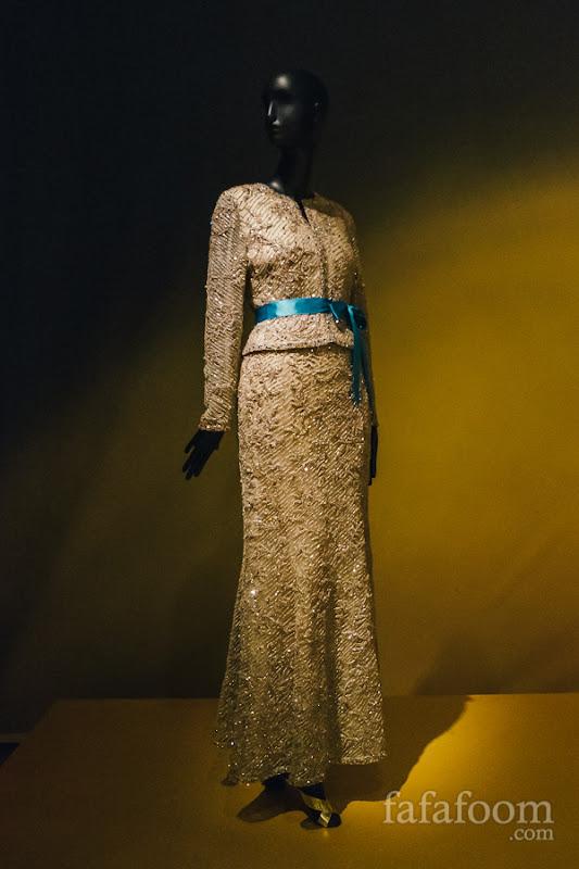 Oscar de la Renta, Evening ensemble: jacket and skirt, Spring 2002.