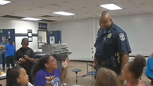 Dothan Alabama police officer buys groceries for teen