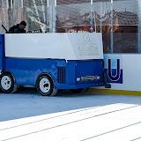 Машина, которая чистит лед. Это первое, что я увидел. Кстати, чистка льда происходит довольно часто, видимо поэтому и лед очень хорошего качества.