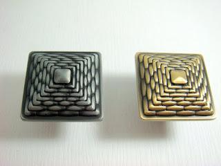 裝潢五金品名:Z695-蛇紋取手規格:35*35MM顏色:古銅/古銀玖品五金