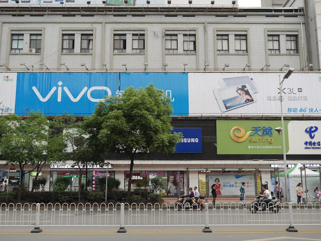 large Vivo advertisement in Hengyang, Hunan