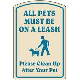 All pets must be on a leash Please clean up after your pet Все домашние животные должны быть на поводках Пожалуйста, убирайте за своими питомцами