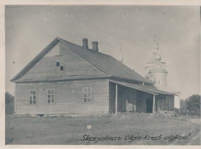 Школа в Ольгином Кресте,на заднем фоне видна церковь(RM F 105:150 SA Virumaa Muuseumid)
