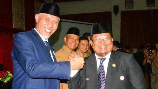 Foto: Wako Mahyeldi dan Kabag Prokopim Amrizal Rengganis. Padang Tutup PSBB Dengan Kemenangan.