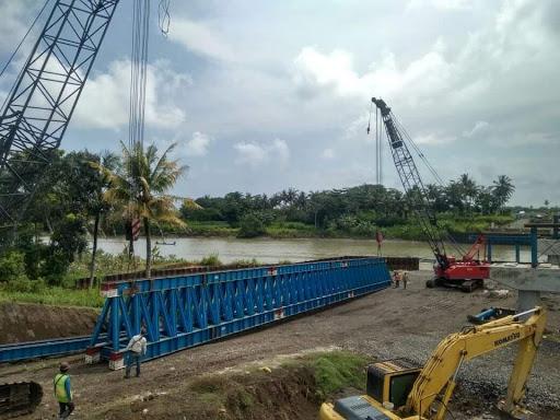 Girder Beton Datang, Proyek Jembatan Jalur Jalan Lintas Selatan (JJLS) Di Sungai Luk Ulo Di kebut?
