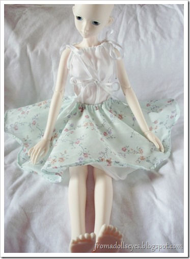 Bjd in blue floral print circle skirt